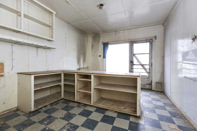 VAR KOLONIAL: Dette rommet i første etasje ble i gamle dager brukt som kolonial. Huset ligger i Lundliveien 2 på Risløkka og gikk i forrige uke skyhøyt over taksten på 5 millioner kroner.