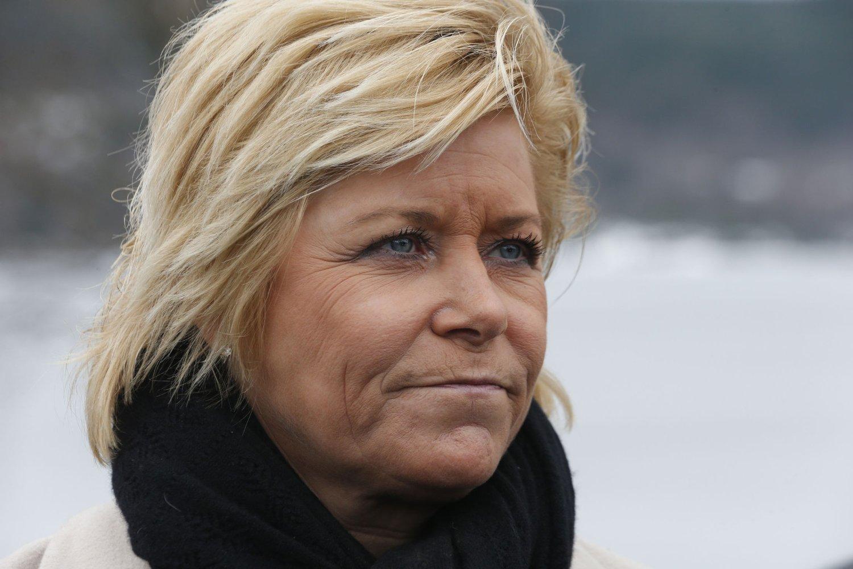 Finansminister Siv Jensen må se at det i februar ble eksportert atskillig mindre enn i januar. I løpet av årets to første måneder har skatteinntektene fra oljenæringen også svekket seg betraktelig.