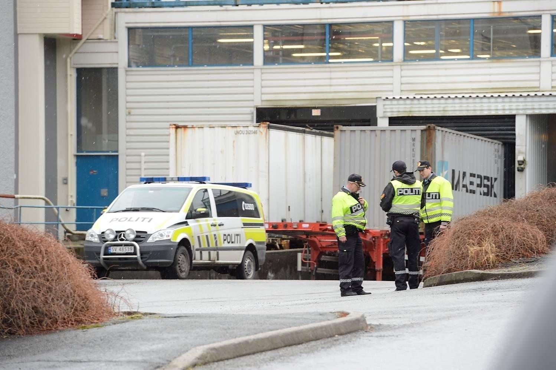 En person er brannskadet, en annen er mindre alvorlig skadet etter eksplosjonen på Toro-fabrikken.