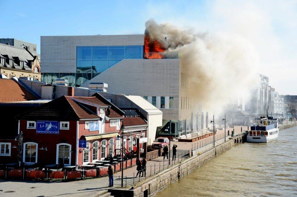 Brannen i Litteraturhuset i Fredrikstad ble slukket litt før klokken 13.