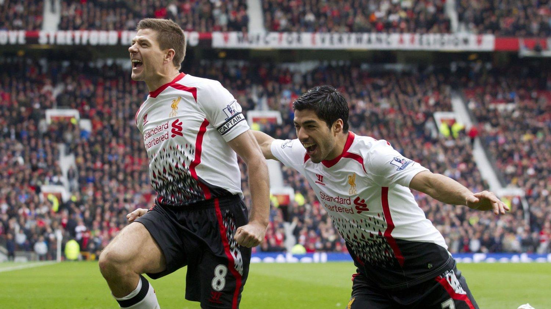 FORNØYDE STJERNER: Steven Gerrard og Luis Suarez ser ut til å ha det gøy på fotballbanen for tiden.