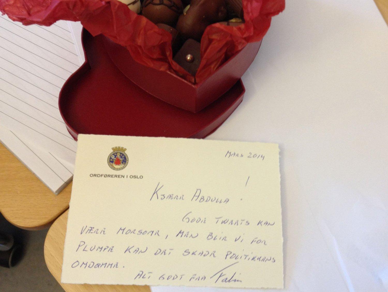 Sjokolade og et håndskrevet kort var svaret fra ordfører Fabian Stang til bystyrerepresentant Abdullah Alsabeehg, etter at den unge Arbeiderparti-politikeren i ordførerens øyne hadde vært for frivol i sin Twitter-bruk.