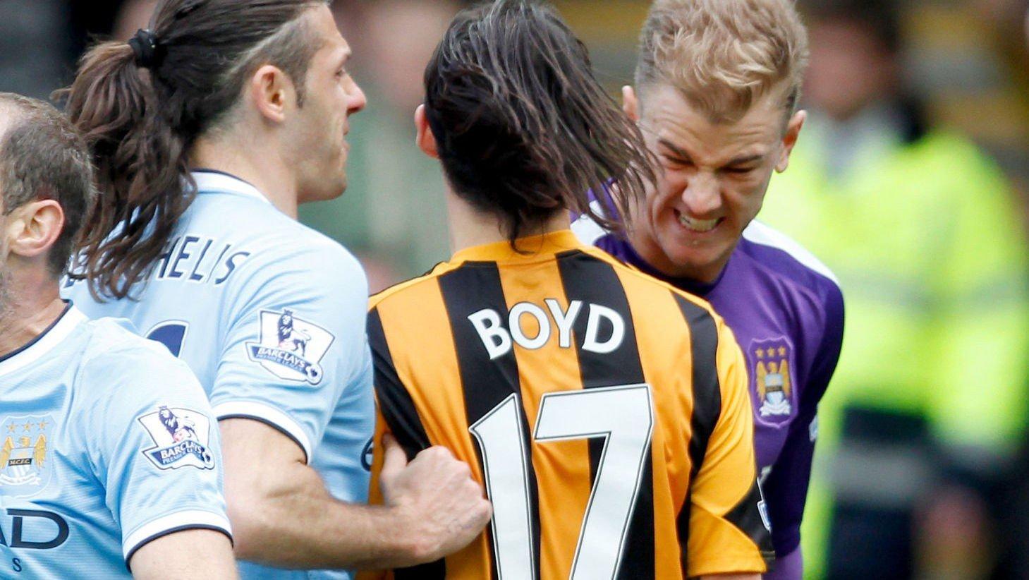 SPYTTET? Hulls George Boyd skal ha spyttet på Manchester Citys Joe Hart under lørdagens kamp.