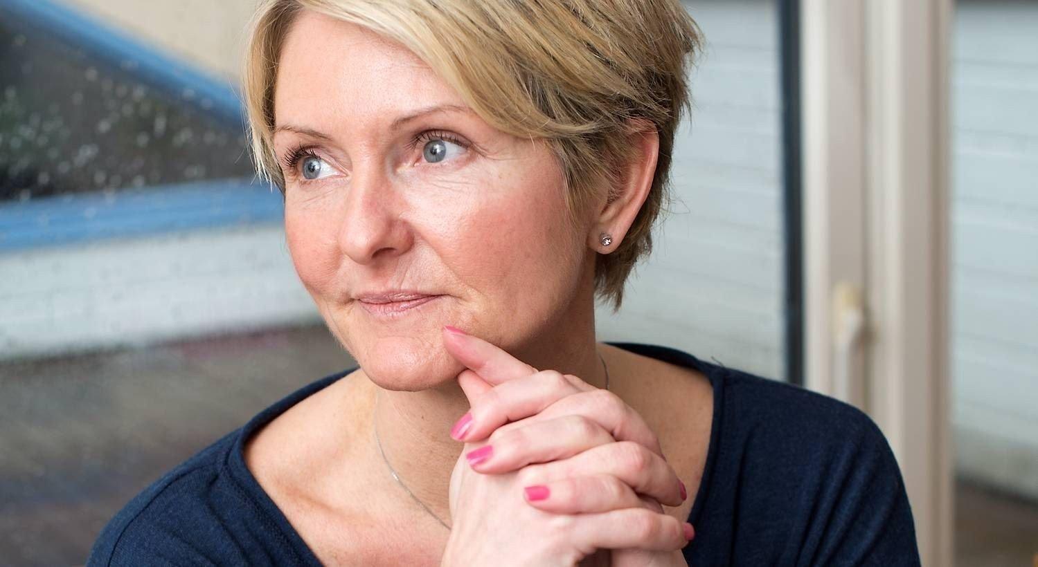 Monica Sørensen har byttet bank to ganger siden oktober. Det sparer henne for over tusen kroner i måneden.