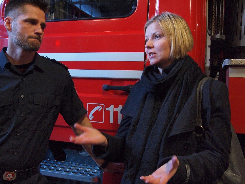 Miljø- og samferdselsbyråd Guri Melby var mandag i møte med tillitsvalgte og røykdykkere på Oslo Hovedbrannstasjon. Hun vil enda ikke love endringer i bemanningen hos brannvesenet, men sier hun tar bekymringene på alvor.