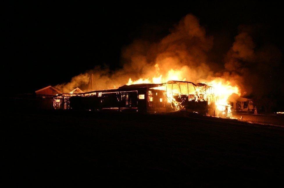 OVERTENT: Slik så det ut på brannstedet da politiet ankom.