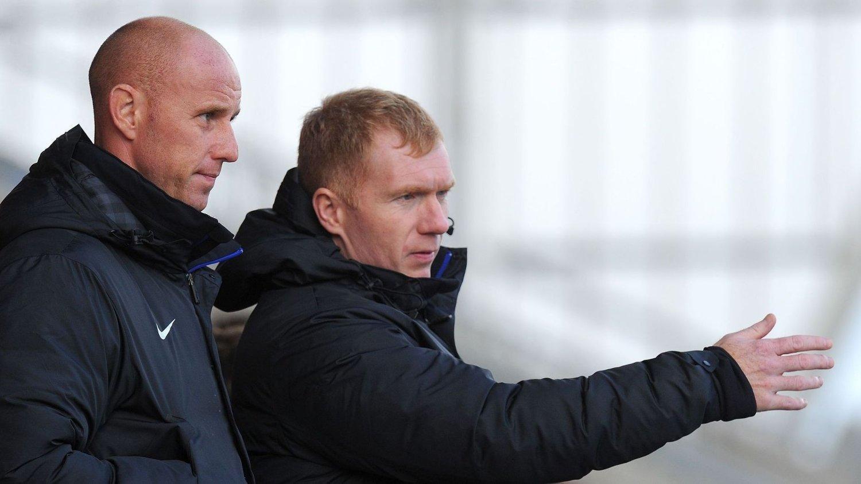 FORTSATT I UNITED: Nicky Butt og Paul Scholes i aksjon som trenere for Uniteds U19-lag.