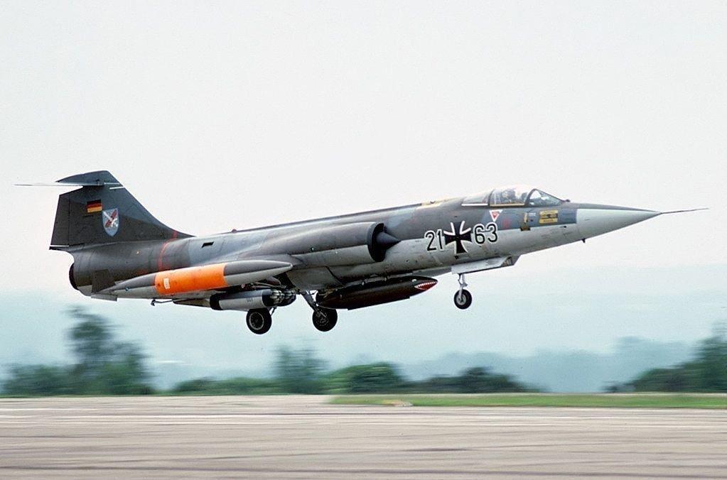 Et tysk jagerfly av type Starfighter F-104, som er av samme type som den tyske piloten styrtet med sør for Narvik i 1965.