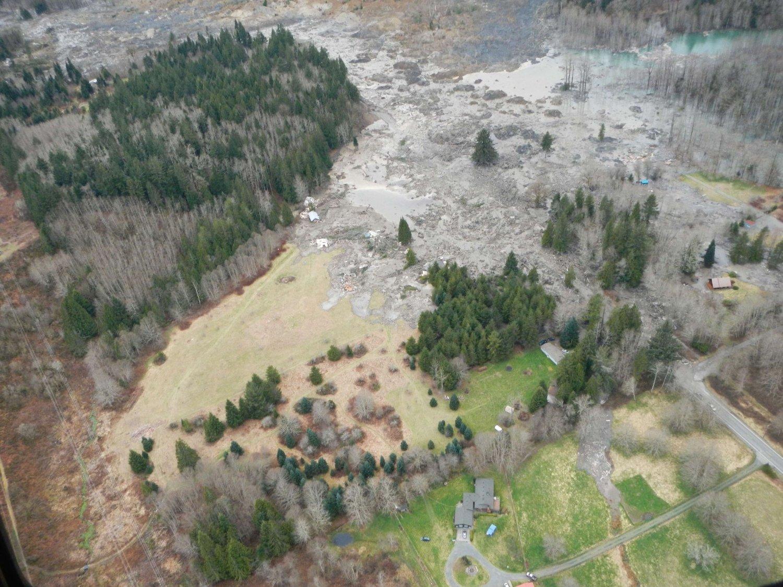 16 mennesker er funnet omkommet, og over 100 er fortsatt savnet etter helgens jordskred ni mil nord for Seattle i USA.