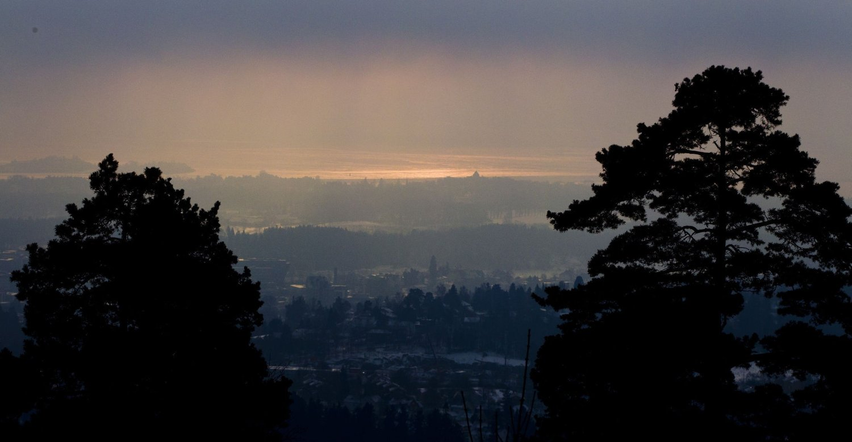 GJØR IKKE NOK: Giftlokk over Oslo i januar 2013. Nå er Oslo en av byene som får smekk for mangelfull oppfølging av luftforurensningen.