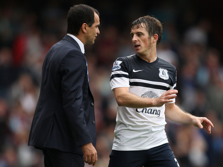 GODT FORHOLD: Roberto Martinez har utviklet et godt forhold til Leighton Baines etter at han tok over som Everton-manager.