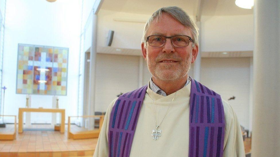 MOT KIRKEN: Svein Malmbekk har fått med seg åtte prester på å lage en egen liturg for borgelig inngåtte ekteskap for homofile og lesbiske