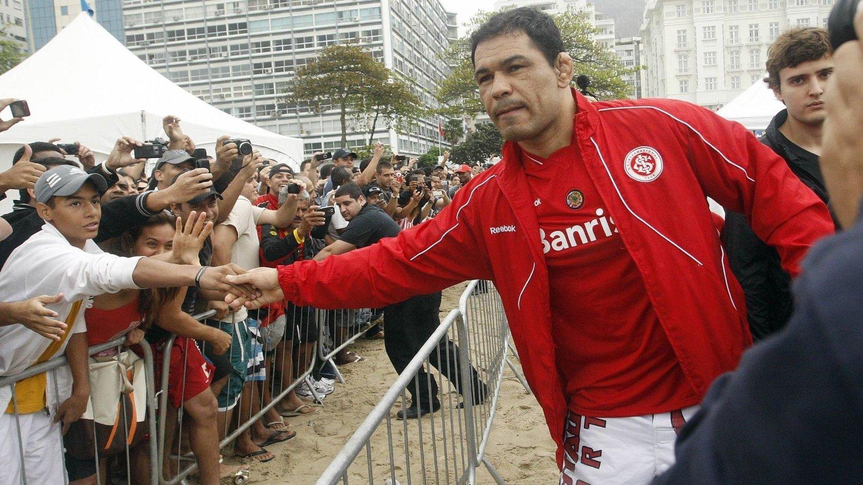 STOR I BRASIL: Antonio Rodrigo Nogueira er svært populær blant sportsinteresserte brasilianere. Historien hans er noe utenom det vanlige.