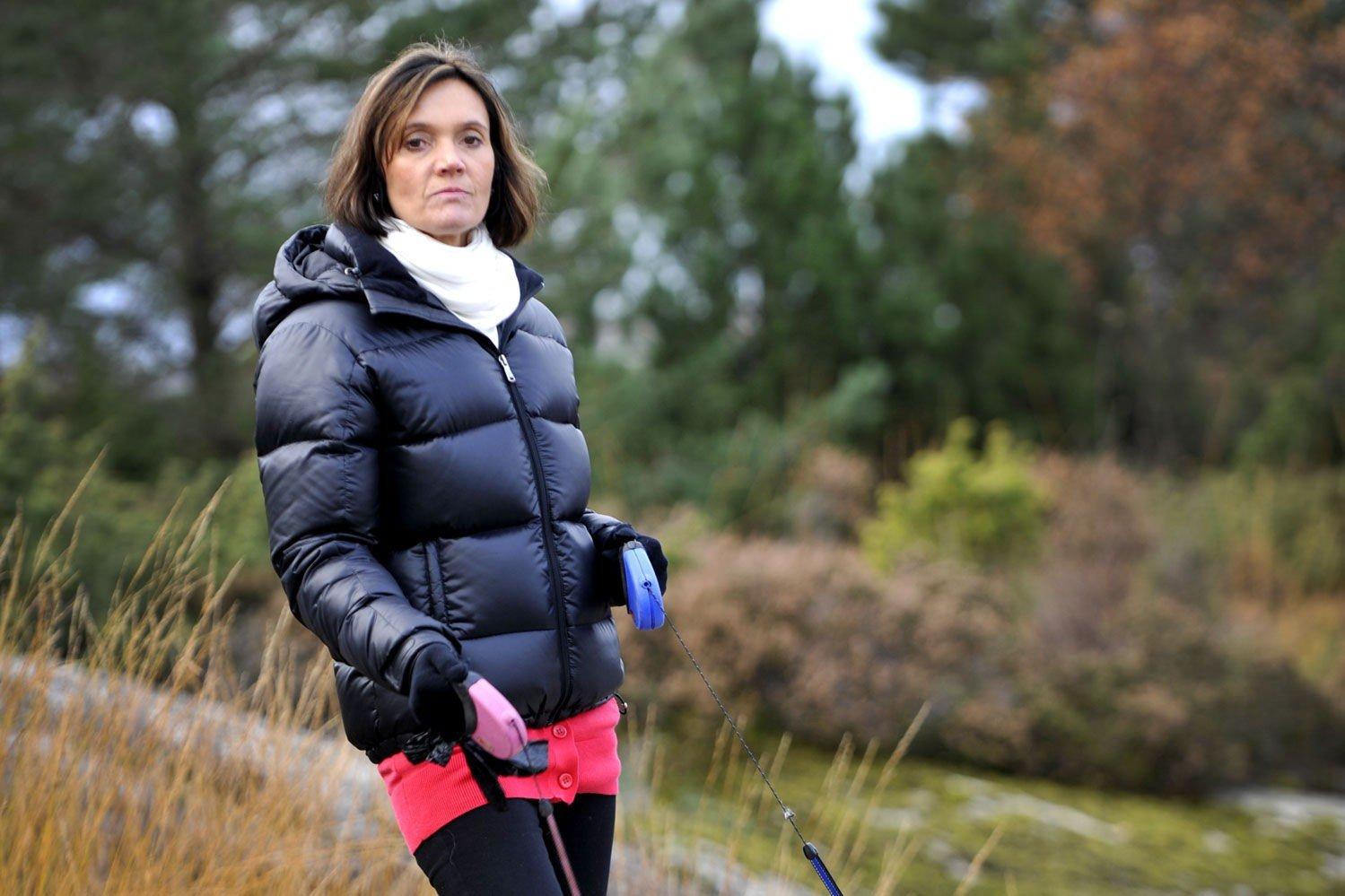 Stien der det skjedde er forsvunnet mellom næringsbygg i Godvik når Anne Svanevik går på tur med hundene sine. Men hun vil aldri glemme synet av Erik Andersen som blotter seg for småjenter.