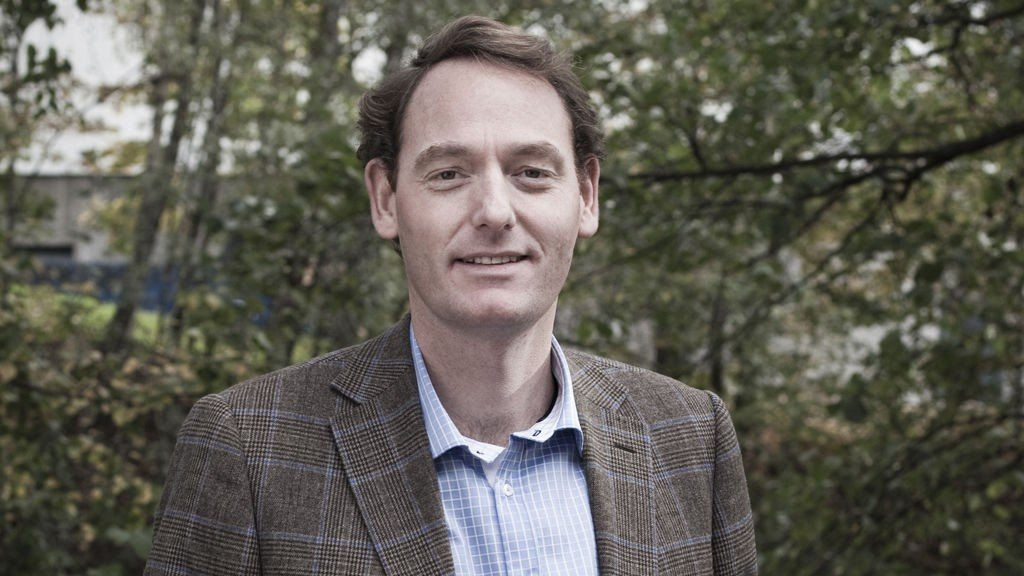Sjeføkonom Terje Strøm hos NyAnalyse har tatt en titt på lønnsfesten til statlige sjefer.