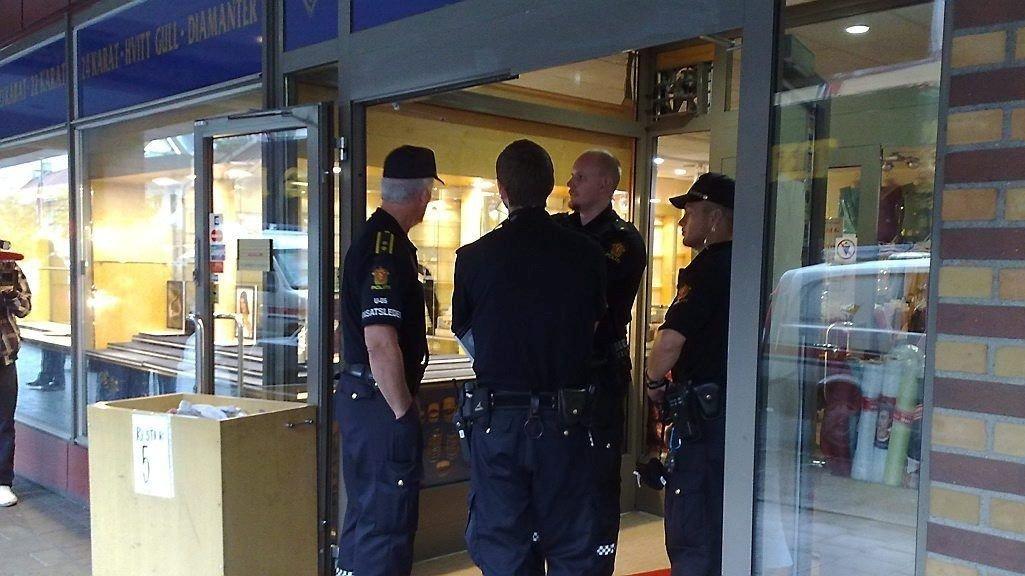 En svensk statsborger i 20-årene er varetektsfengslet i fire uker. Mannen er siktet for medvirkning til det væpnede ranet av en gullsmedforretning på Grønland i Oslo i slutten av mars.