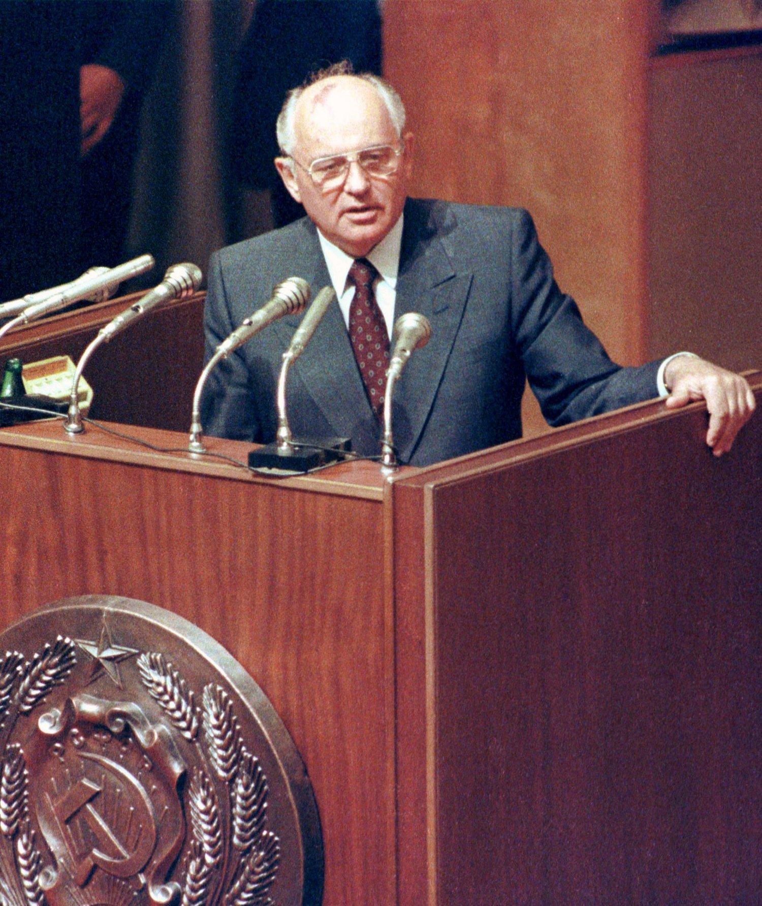En gruppe i den russiske nasjonalforsamlingen vil at Sovjetunionens siste leder, Mikhail Gorbatsjov, skal straffeforfølges for landsforræderi og for å ha oppløst unionen.