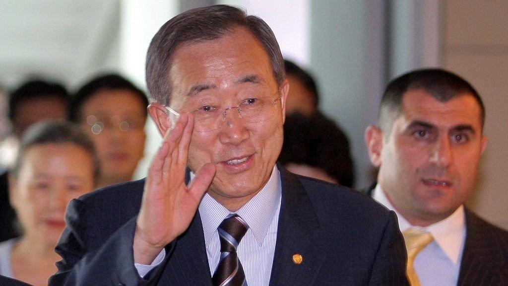 FNs generalsekretær Ban Ki-moon ber alle involverte i krisen i Ukraina om å «utøve maksimal tilbakeholdenhet» og oppfordrer til dialog for å roe ned situasjonen.