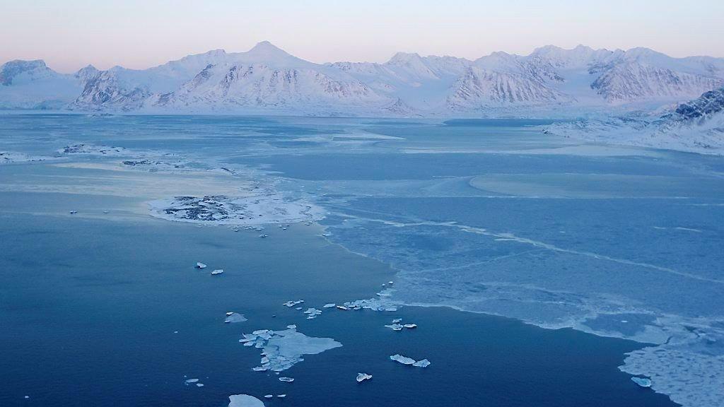 Kongsbreen på Svalbard får gjennomgå på grunn av global oppvarming.