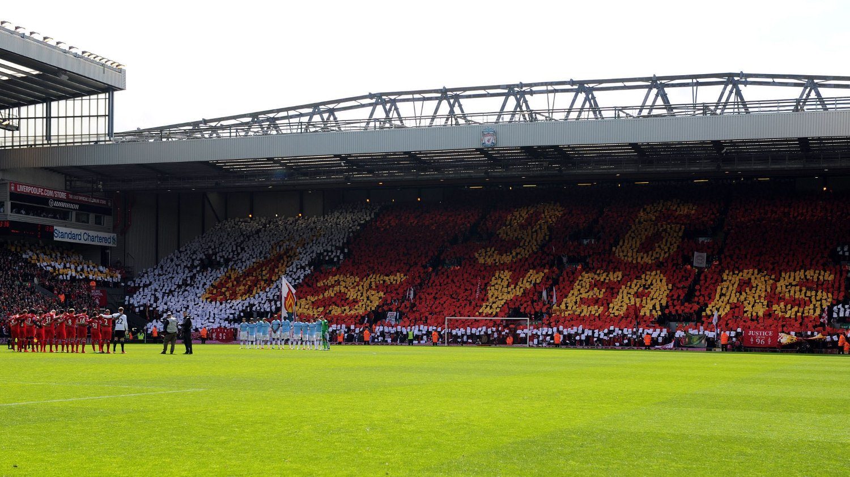 Til uken er det 25 år siden Hillsborough-tragedien, det ble markert på Anfield før storkampen mellom Liverpool og Manchester City.