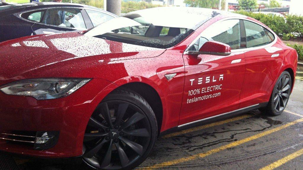 Tesla Model S er foreløpig en vinner i det norske markedet og i aksjemarkedet.
