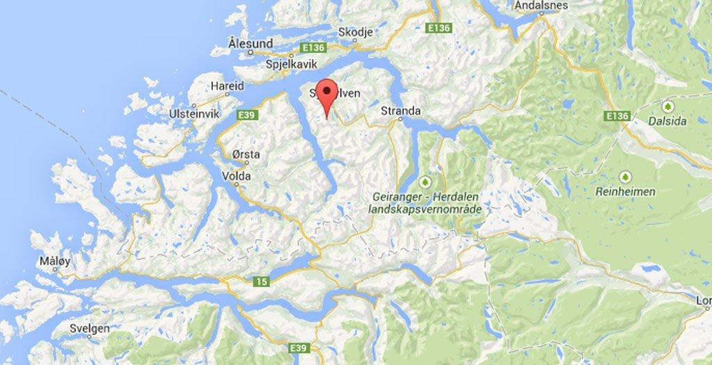 Det var åtte personer i området da det gikk et stort snåskred i Sykkylven fredag ettermiddag.