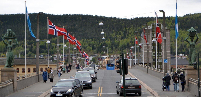FEIL: Det skal ikke flagges fra offentlige flaggstenger i Drammen tirsdag 29. april.