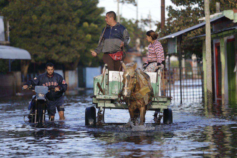 OVERSVØMT: Cirak 150.000 mennesker evakueres i Paraguay som følge av den pågående flommen.