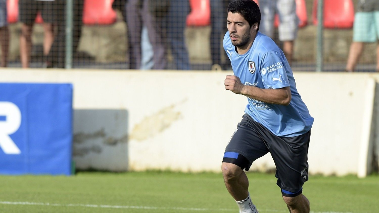 USIKKERHET: Det er fortsatt usikkert når Luis Suarez er spilleklar igjen.