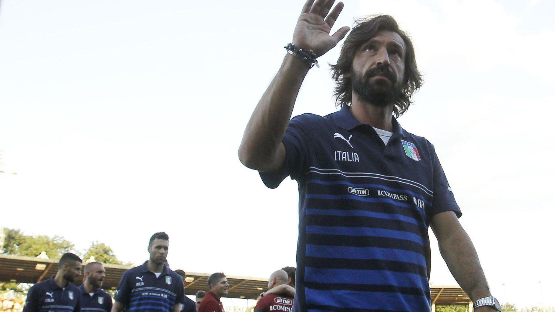 SIGNERTE: Andrea Pirlo har signert for to nye år med Juventus.