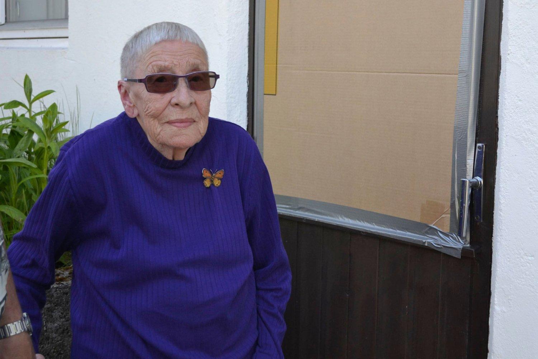 JAGDE TYVEN: Da Sylva Antonette Pedersen (85) natt til søndag våknet av at en innbruddstyv dro dyna av henne, hoppet hun ut av senga og jagde tyven på dør.