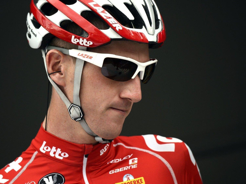 SKYLD I UHELL: Jurgen Van den Broecks drikkeflaske spolerte danske Jakob Fuglsangs sjanser for en toplassering i Tour de France.