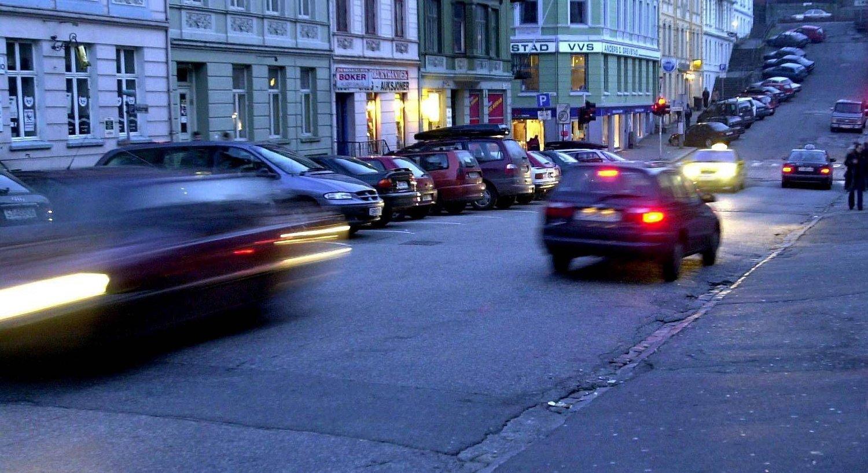 Ifølge Norges Taxiforbund er det langt fra få som organiserer ulovlig passasjertransport på sosiale medier. - Det som er nytt er et omfang og en organisering som gjør at mange unge dras inn og synes det er greit, sier Atle Hagtun i Norges Taxiforbund. (Illustrasjonsfoto.)
