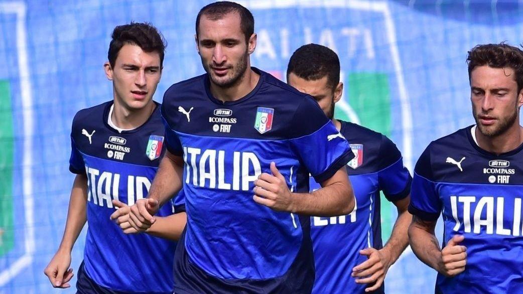 SLITER: Giorgio Chiellini (midten) kan gå glipp av kampen mot Norge på grunn av en skade.