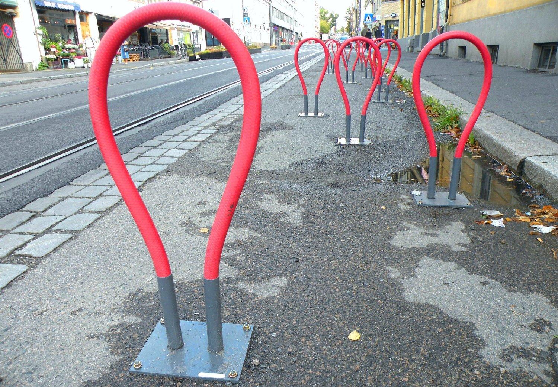 En krigserklæring, mener handelsstanden om kommunens fysiske sperring av de tidligere parkeringsplassene.