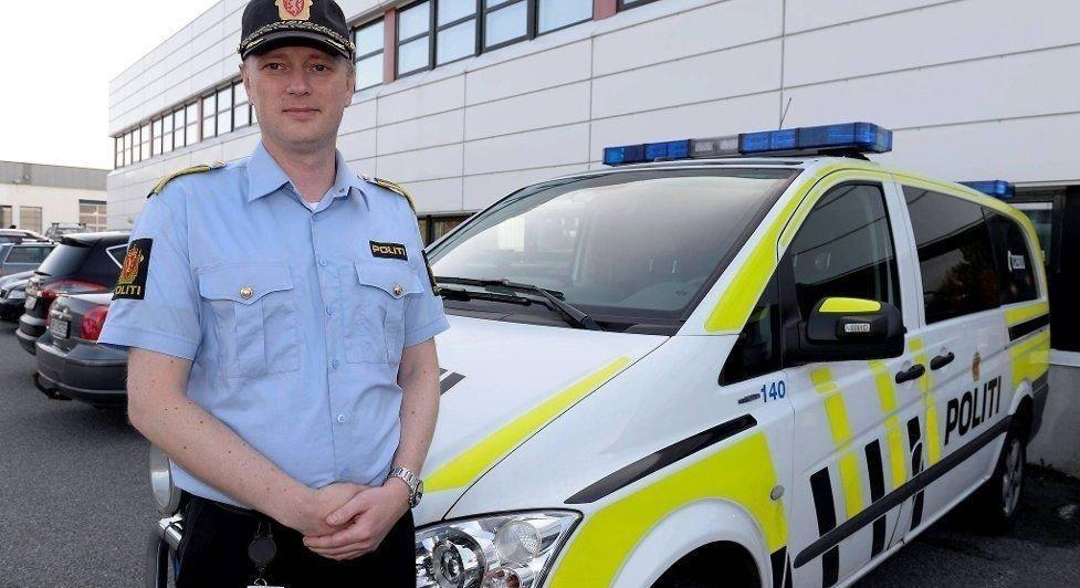 Politioverbetjent Thomas Sørensen ved Sotra, Askøy og Øygarden lensmannsdistrikt sier jenten ble spurt om å komme bort til bilen av samme mann som overfalt henne dagen før.