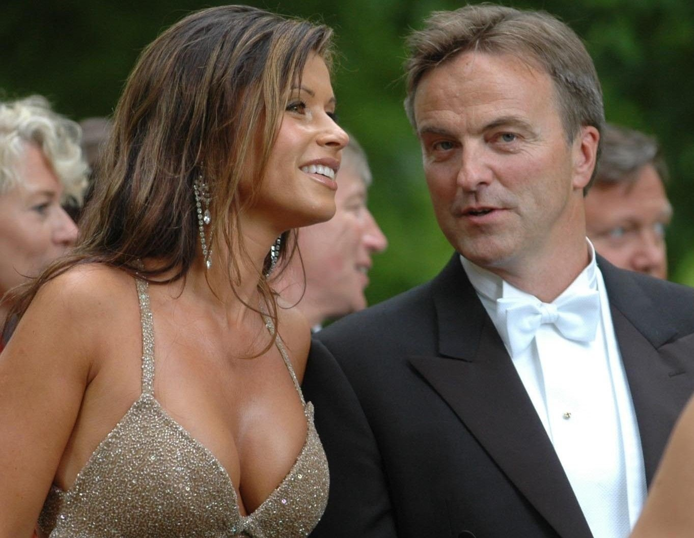 Arkivbilde: Ola Mæle og kona Vibeke Tveit som bryllupsgjester i Larvik 2004.