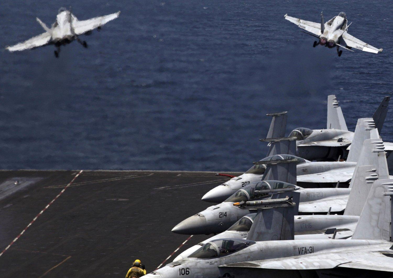 Det er to fly av typen F/A-18 Hornet, som her er avbildet, som skal ha styrtet.