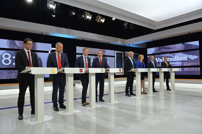 PARTILEDERNE: De svenske partilederne møttes fredag kveld til avsluttende TV-debatt hos SVT. Fra venstre: Jimmie Åkesson (sd), Jonas Sjöstedt (v), Gustav Fridolin (mp), Stefan Löfven (s), Fredrik Rein feldt (m), Annie Lööf (c), Jan Björklund (fp) og Göran Hägglund (kd).