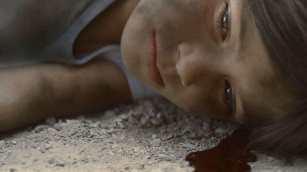 FIKTIVT BILDE: Dette stillbildet er hentet fra en video som The Syria Campaign har lansert. Videoen viser et fiktivt bombeangrep mot fotballspillende barn i baklengs film. 18 sivile dør hver dag i Syria.