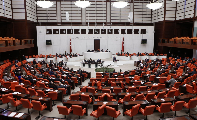 FLERTALL: Et overveldende flertall i nasjonalforsamlingen i Ankara stemte torsdag kveld for å gi regjeringen mandat til å sende bakkestyrker til Syria og Irak.