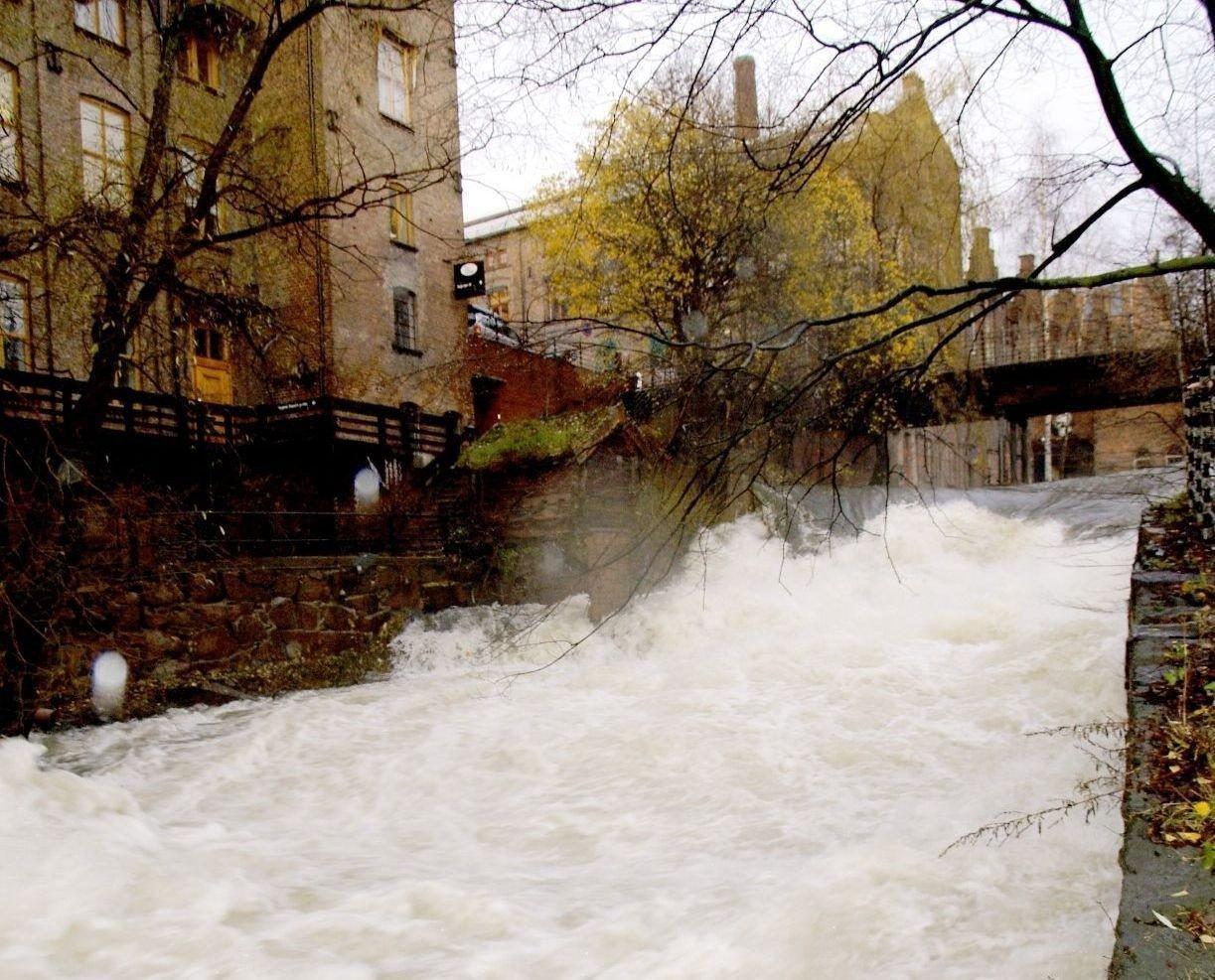 Det kan være et flott skue å se, nå som vannstanden i elvene er såpass høy. Her fra Akerselva.
