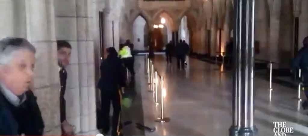 DRAMATISK: Video viser skyting fra innsiden av Parliament Hill i Ottawa.