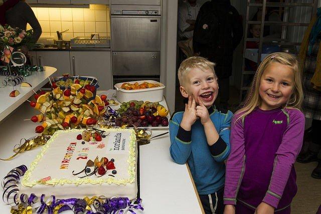 GLADE: Håkon og Mari er veldig glade i barnehagen, og så er det mye god mat der. Særlig når det er fest. Foto: Anders Wesnes