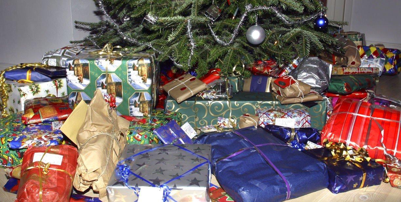 Seks av ti nordmenn vil beholde julegaven fra sjefen fremfor å gi den til veldedighet.
