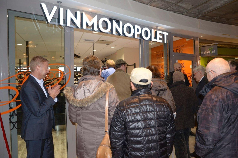 POPULÆRT: Folk strømmet til da Vinmonopolet åpnet nytt utsalg på Bøler 30. oktober. Arkivfoto: Nina Schyberg Olsen