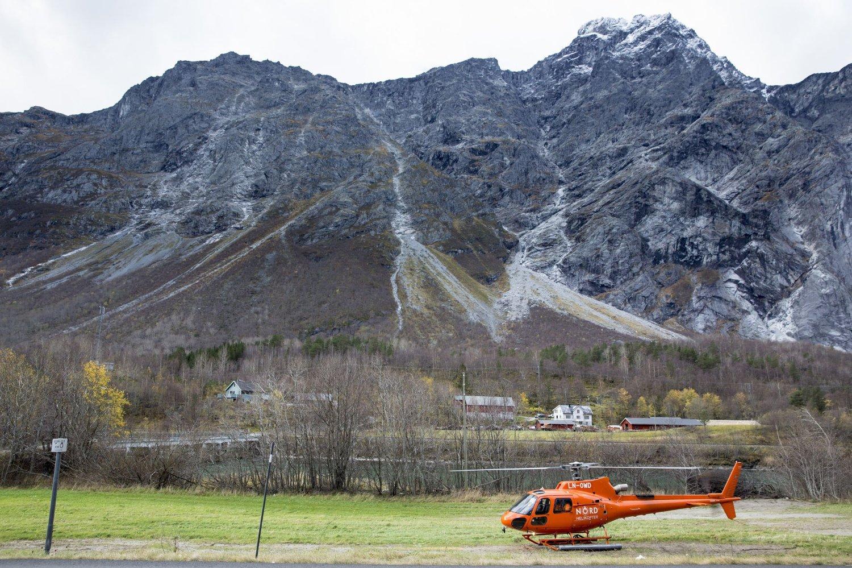 Eksperter fryktet at 120 000 kubikk stein skulle rase ned fra fjellet Mannen i Romsdalen. For å overvåke situasjonen har geologene installert en rekke sensorer på fjellet for å følge bevegelsene.