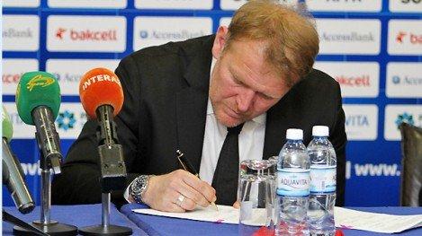 SIGNERTE: Robert Prosinecki er klar for jobben som Aserbajdsjan-trener.