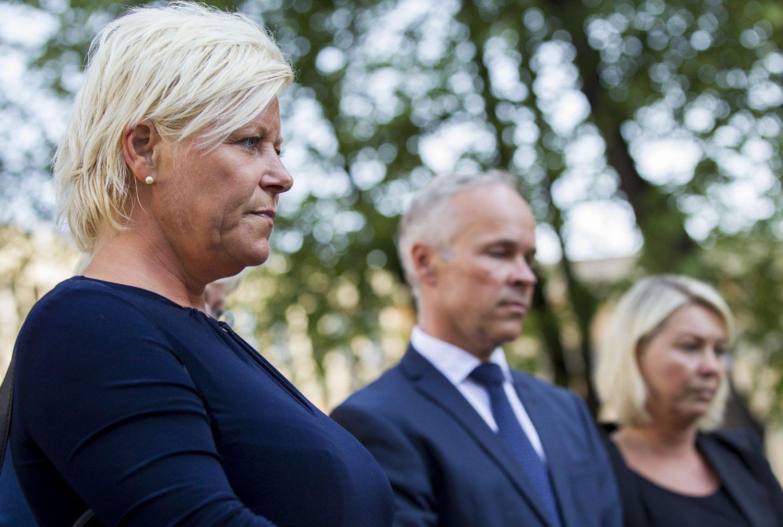 Finansminister Siv Jensen og næringsminister Monica Mæland, her sammen med Jan Tore Sanner, krever en forklaring på høye drivstoffpriser.