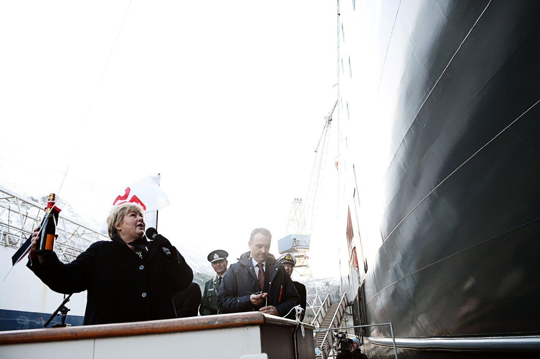 Statsminister Erna Solberg døper etterretningstjenestens nye skip Marjata ved Vard Langsten.